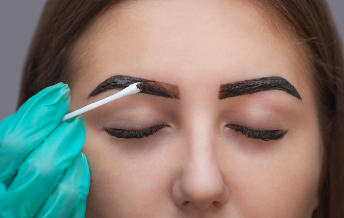 Master it gives shape and color the eyebrows henna